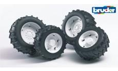 Bruder 02323 (02014) - Traktor Zwillingsbereifung mit weißen Felgen, Super-Pro